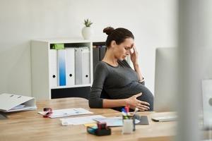 На работу разрешат не выходить из-за стресса, но беременных будут увольнять. Что готовит новый Трудовой кодекс