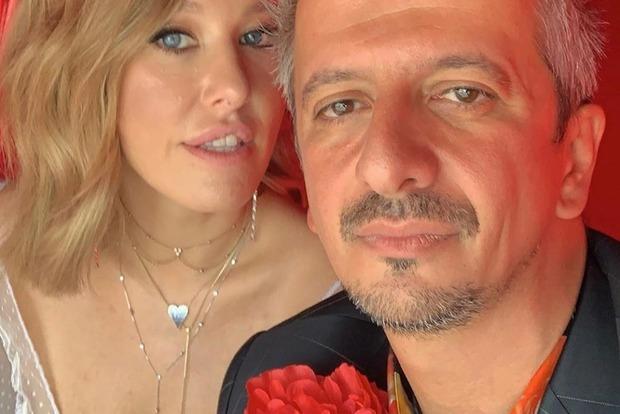 Фото к материалу: Собчак вышла замуж за своего любовника и укатила в катафалке на банкет